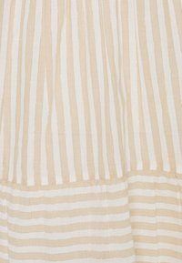 Vero Moda Tall - VMISABELL DICTHE 3/4 TUNIC - Day dress - snow white/gold - 2
