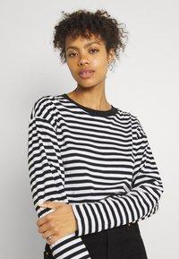 Monki - MAJA - Långärmad tröja - light blue/white/black dark - 4