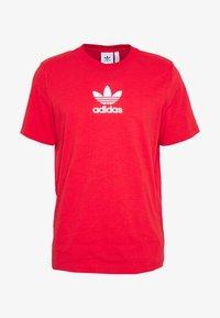 adidas Originals - ADICOLOR PREMIUM SHORT SLEEVE TEE - T-shirt imprimé - lusred - 3