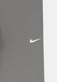 Nike Performance - Leggings - carbon heather/white - 2