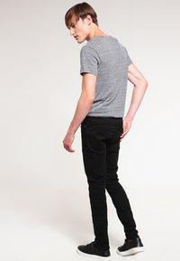 Samsøe Samsøe - TRAVIS  - Slim fit jeans - black rinse - 2