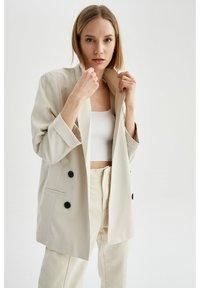 DeFacto - OVERSIZED - Short coat - ecru - 3
