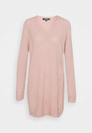 V NECK DRESS - Pletené šaty - pale pink