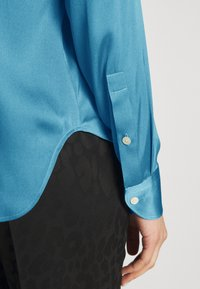 Strenesse - BLOUSE - Button-down blouse - blue - 4