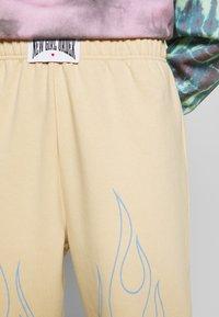 NEW girl ORDER - OUTLINE FLAME JOGGERS - Teplákové kalhoty - beige - 4