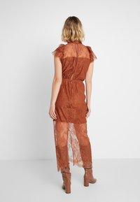 DESIGNERS REMIX - MELISSA DRESS - Cocktail dress / Party dress - mahogany - 2