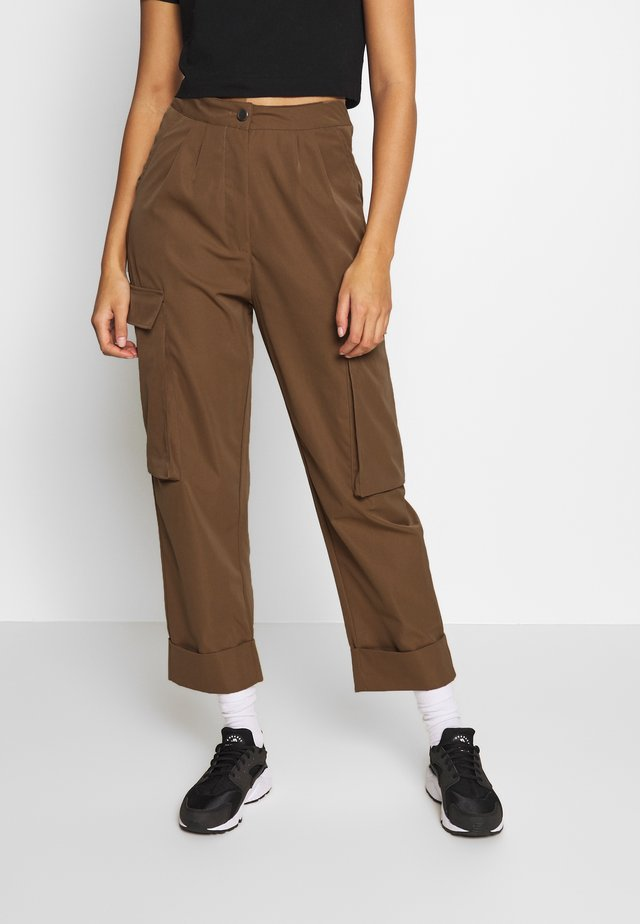 PLEAT FRONT TURN UP TROUSER - Kalhoty - tan