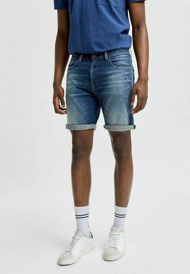 BIO-BAUMWOLL - Shorts di jeans - dark blue denim
