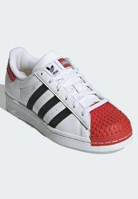 adidas Originals - ADIDAS ORIGINALS ADIDAS X LEGO - SUPERSTAR 360 - Baskets basses - white - 4