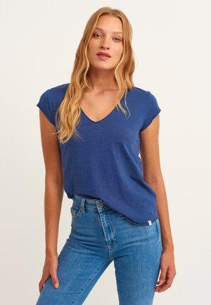 Basic T-shirt - blue bells