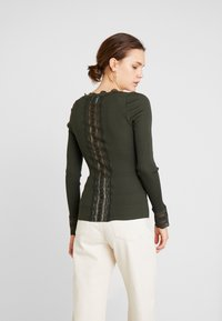 Rosemunde - SILK-MIX CARDIGAN REGULAR LS W/WIDE LACE - Kardigan - olive - 2
