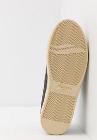 Genesis - SOLEY TUMBLED - Sneakers basse - black - 4