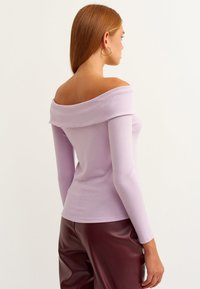 OXXO - SCHULTERFREIE - Long sleeved top - lila - 2