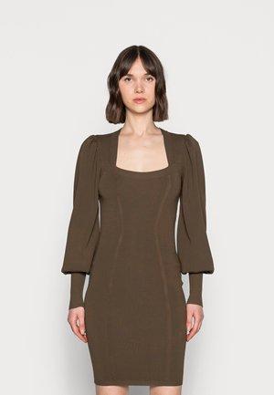 MATTHEA DRESS - Vestido de tubo - forrest