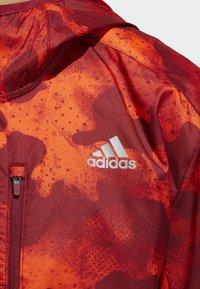 adidas Performance - OWN THE RUN CAMOUFLAGE JACKET - Softshelljacka - orange - 5