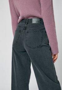 PULL&BEAR - Flared Jeans - dark grey - 4