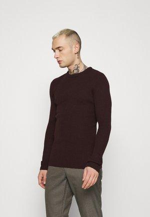 Stickad tröja - oxblood