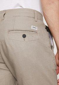 Produkt - PKTAKM - Shorts - roasted cashew - 5