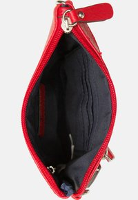 Emily & Noah - EMMA - Across body bag - red - 4