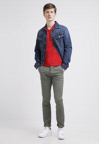 GANT - ORIGINAL SLIM V NECK - T-shirt - bas - bright red - 1