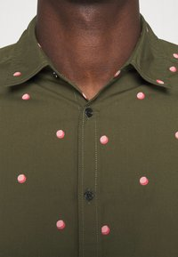 Scotch & Soda - SLIM FIT WITH ALL OVER PRINT - Skjorta - dark green/light pink - 3