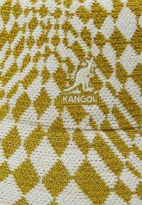 Kangol - WRAPPED CHECK BUCKET - Kapelusz - golden palm/natural - 3