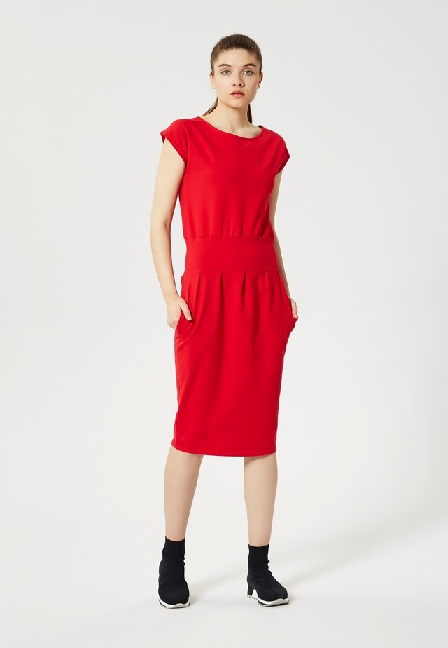 Sukienka etui - rouge
