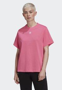 adidas Originals - T-SHIRT - Print T-shirt - sesopk - 0