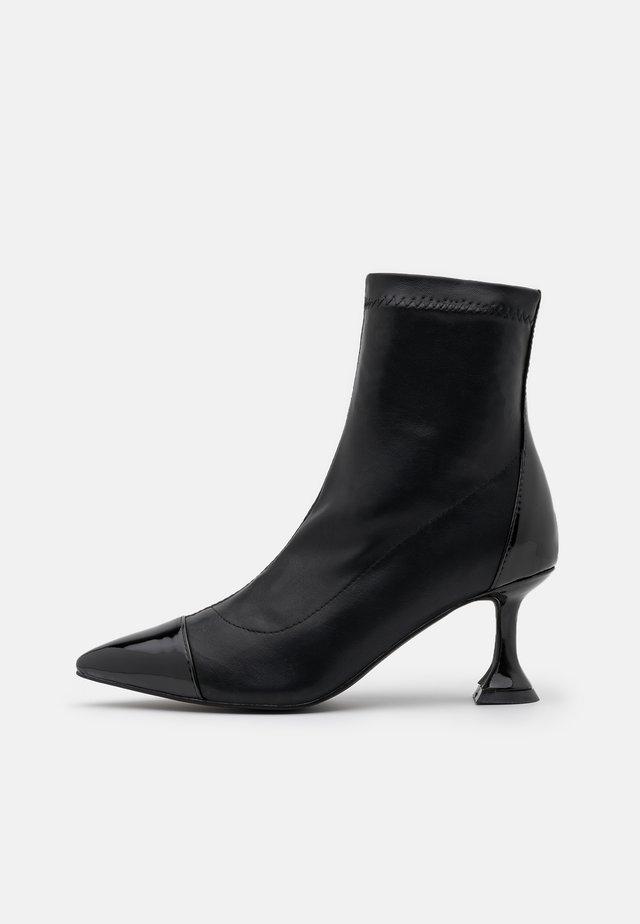 ELODIE - Kotníkové boty - black