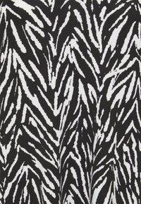 CAPSULE by Simply Be - PUFF SLEEVE SWING DRESS - Jersey dress - black - 2