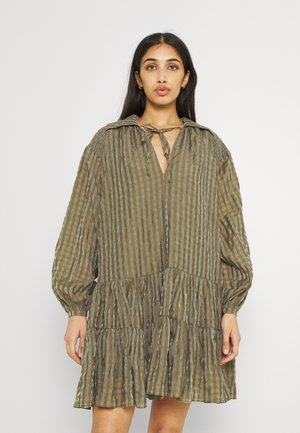 SMOCK DRESS WITH LONG SLEEVES - Sukienka koszulowa - olive/metallic gingham