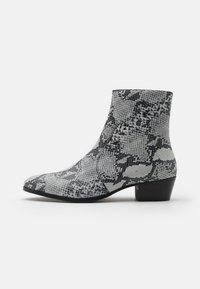 Everyday Hero - ZIMMERMAN ZIP BOOT - Classic ankle boots - grey - 0