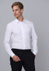 Basics and More - Camicia elegante - white - 3