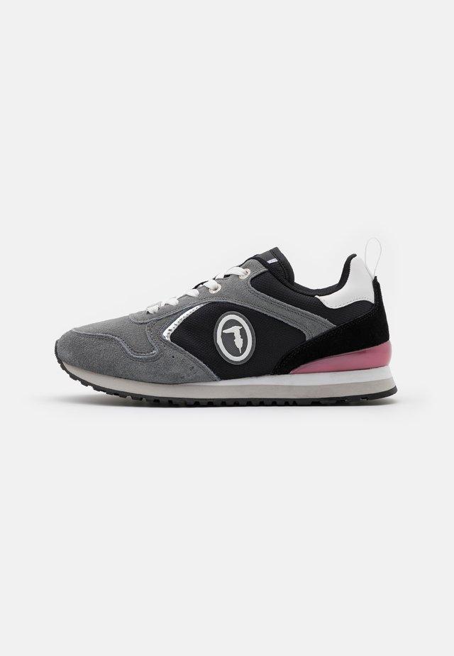 KIWI  - Sneakers laag - ash/silver/bouganville