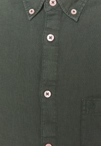 Marc O'Polo - BUTTON DOWN SHORT SLEEVE - Košile - mangrove - 6