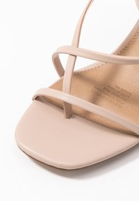 Rubi Shoes by Cotton On - HARPER STRAPPY HEEL - Sandaalit nilkkaremmillä - pale taupe