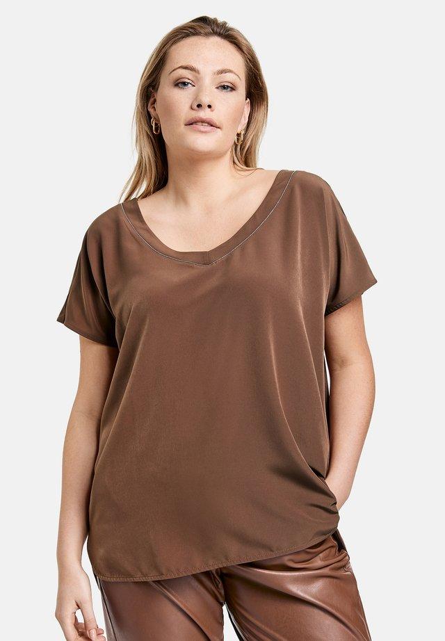MIT V AUSSCHNITT - Blouse - cocoa brown
