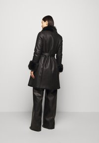 STUDIO ID - FLO SHEARLING COAT - Wollmantel/klassischer Mantel - black - 2