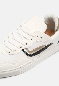 Genesis - G-SOLEY UNISEX - Sneakers basse - white/khaki/black - 4