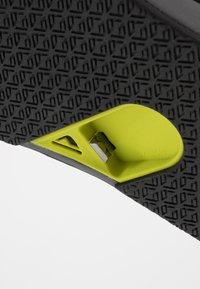 Reef - FANNING LOW - Sandály s odděleným palcem - grey/lime - 5