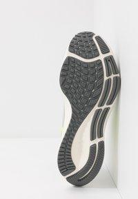 Nike Performance - AIR ZOOM PEGASUS 37 UNISEX - Chaussures de running neutres - grey fog/volt/smoke grey/sail - 4