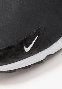 Nike Golf - AIR MAX 270 G - Obuwie do golfa - black/white/hot punch - 5