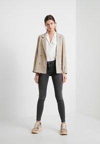 Selected Femme - SLFIDA SMOKE - Jeans Skinny Fit - black denim - 1