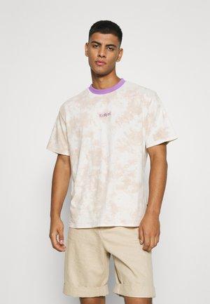 STONEWASH TIE DYE - T-shirts med print - beige/lavender