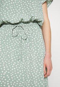 ONLY - ONLMARIANA MYRINA DRESS - Denní šaty - chinois green - 6