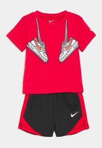 Nike Sportswear - SET - Shorts - black - 0