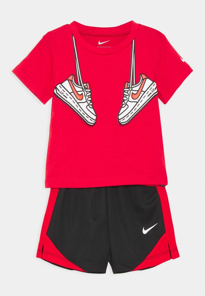 Nike Sportswear - SET - Shorts - black