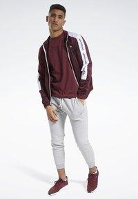 Reebok - TRAINING ESSENTIALS MÉLANGE T-SHIRT - Basic T-shirt - red - 1