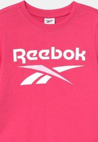 Reebok - CLASSIC - Top sdlouhým rukávem - shock pink - 2