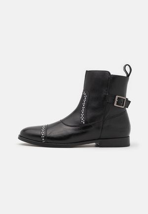 SUSAN  - Classic ankle boots - black/white